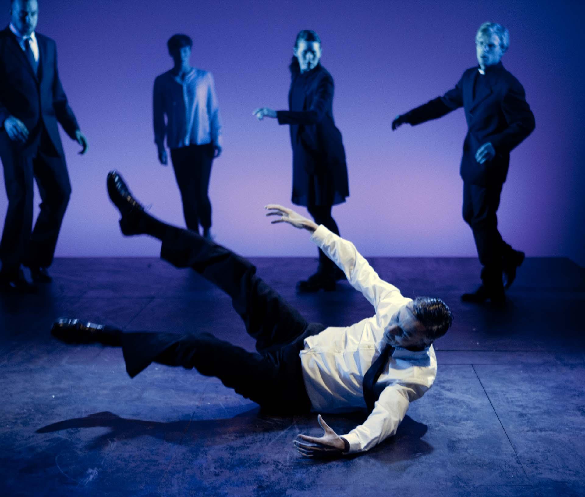 Hyllat kollektiv utlovar dans