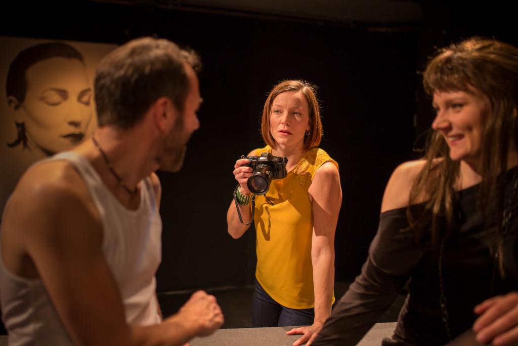 På bild: t.v. Marc Svahnström, i mitten Maria Ahlroth, t.h. Minni Gråhn Foto: Ingemar Raukola